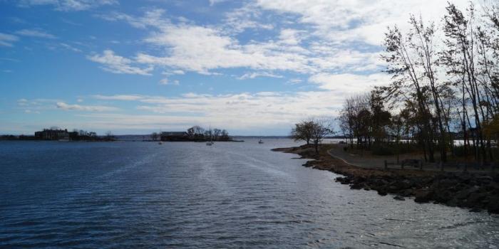 【Five Island Park】New Rochelleのビーチから島が見渡せる公園