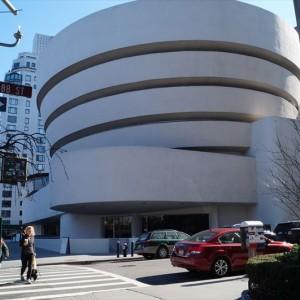 【Guggenheim Museums】 アートな建物の美術館