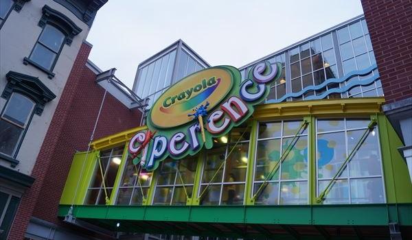 【Crayola experience】 全館クレヨンのテーマパーク